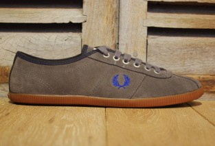 FREDPERRY HAYES SUEDE